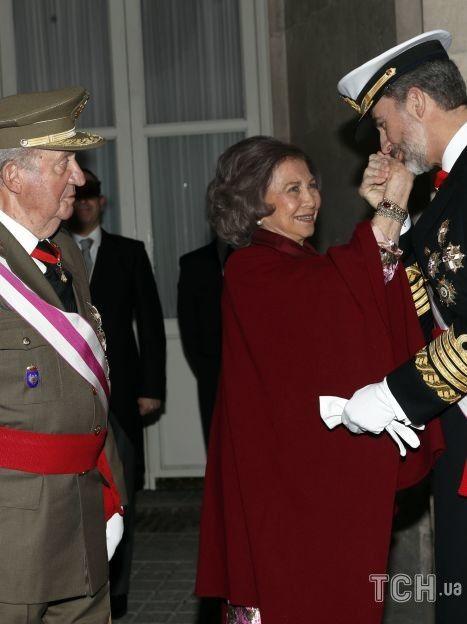 Король Филипп VI с мамой и отцом / © Getty Images