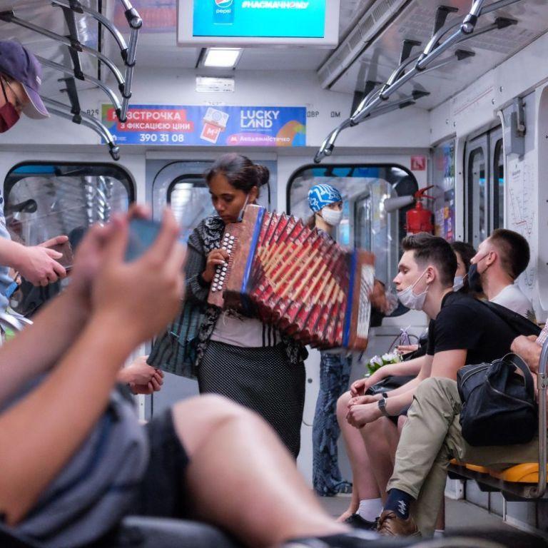 В церкви, такси или метро: рейтинг опасных мест, где можно подхватить коронавирус - эпидемиологи