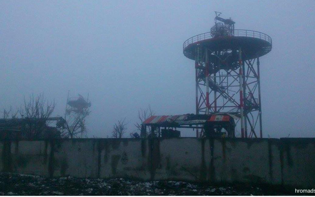Раніше над метеовежою майорів український прапор / © twitter.com/HromadskeTV