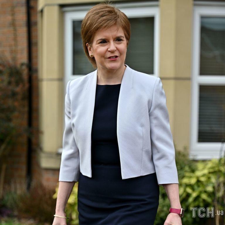 В обтягивающем платье и с насыщенным макияжем: первый министр Шотландии в объективах папарацци
