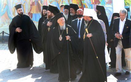 Лепестки роз и проплаченные митинги: как в Киеве встречают Вселенского Патриарха Варфоломея