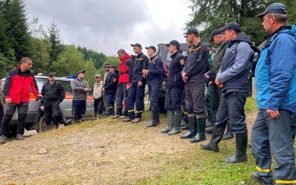 На Буковине возобновляют масштабную операцию по поиску пропавшего грибника, которую приостанавливали на ночь