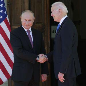 """У Білому домі не погодилися з тим, що США """"мало що виграли"""" від саміту Байдена і Путіна"""