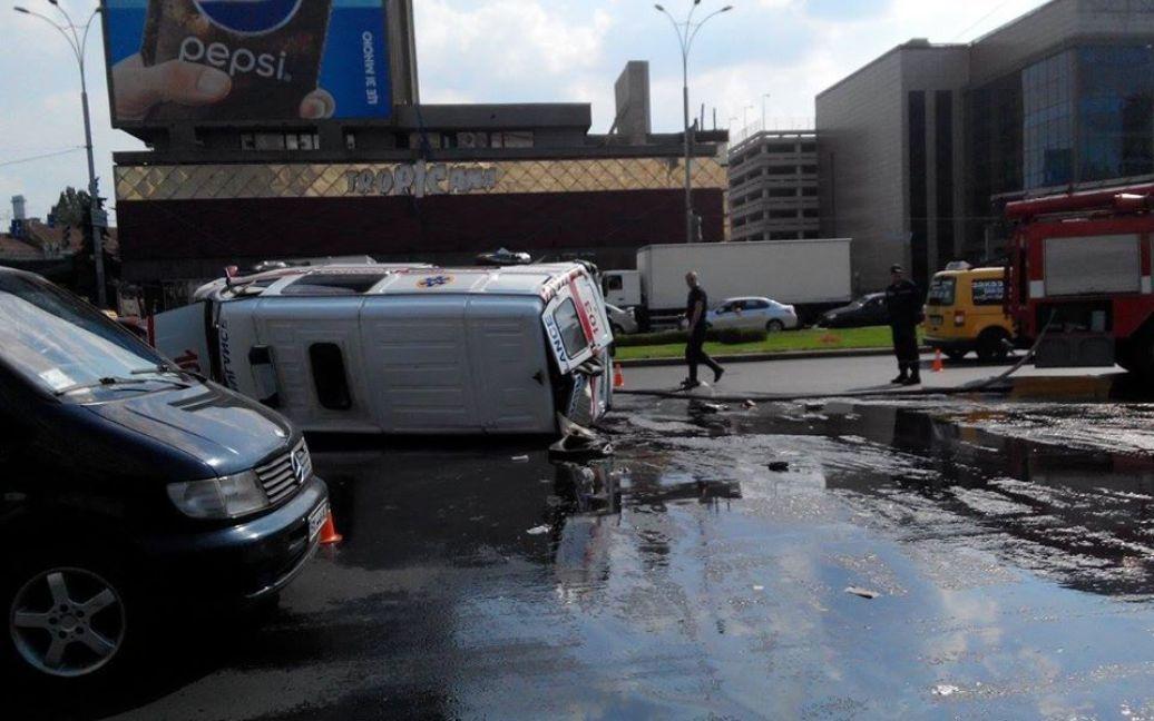 На площади Победы произошло ДТП / © Facebook/Киев автомобильный