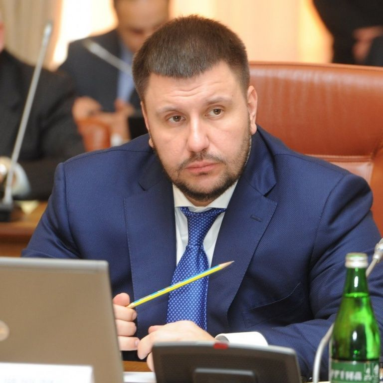 Суд отменил заочный арест экс-министра доходов и сборов Александра Клименко