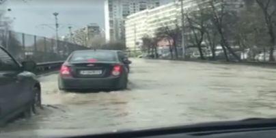На столичной улице произошел настоящий потоп