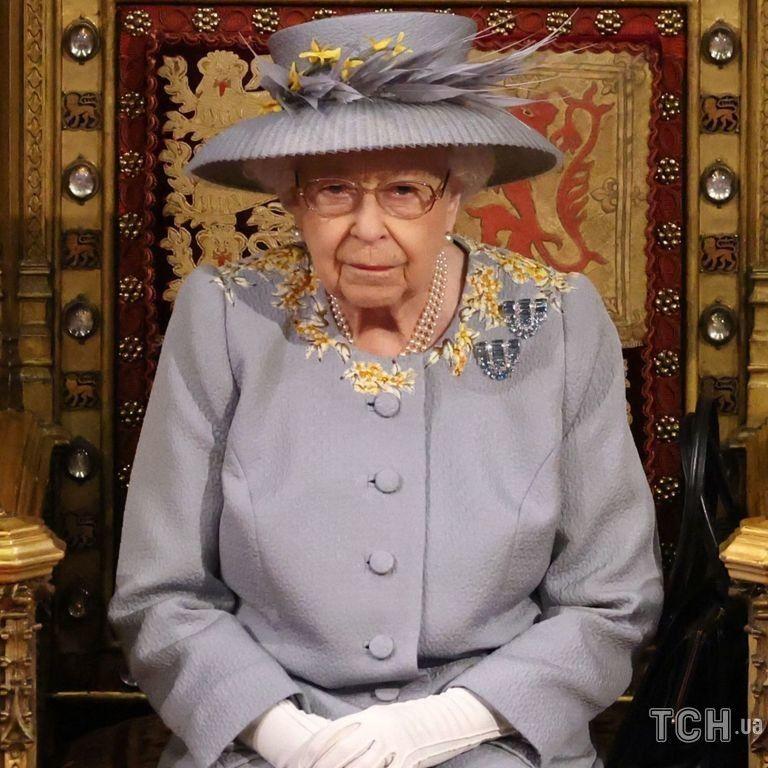 На згадку про чоловіка: королева Єлизавета II одягла особливу сукню на відкриття парламенту