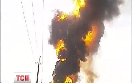 В селе вблизи горящей нефтебазы отключили электроэнергию
