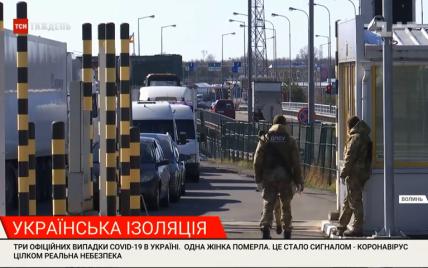 Дають по 100-200 злотих, щоб їх підвезли 300 метрів. Застряглі на кордоні українці не можуть потрапити додому з Польщі