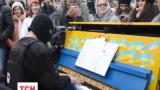 Синьо-жовте піаніно потрапило до рейтингу найкращих вуличних інструментів світу