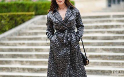 У пальті з хижим принтом і ботильйонах: Моніка Беллуччі на показі Dior