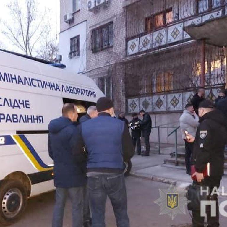 Знайшли в орендованій квартирі з вогнепальним пораненням: в Миколаєві вбили жінку