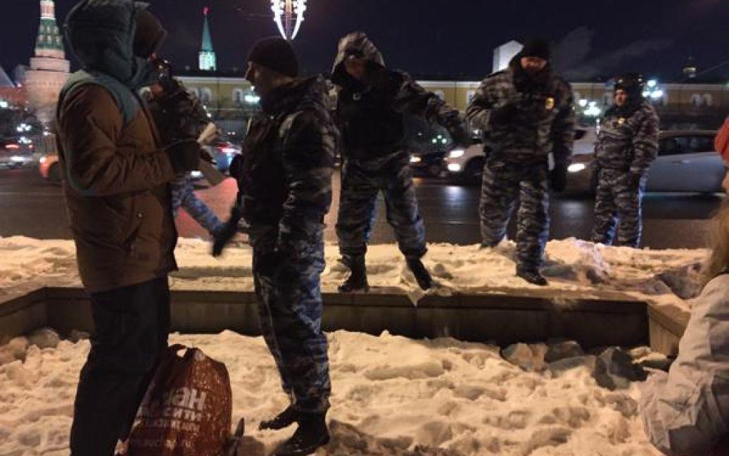 На площади осталось очень мало людей / © @alburov