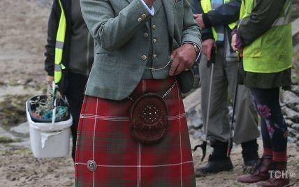 У кілті на пляж: принца Чарльза зазнімкували фотографи в Шотландії