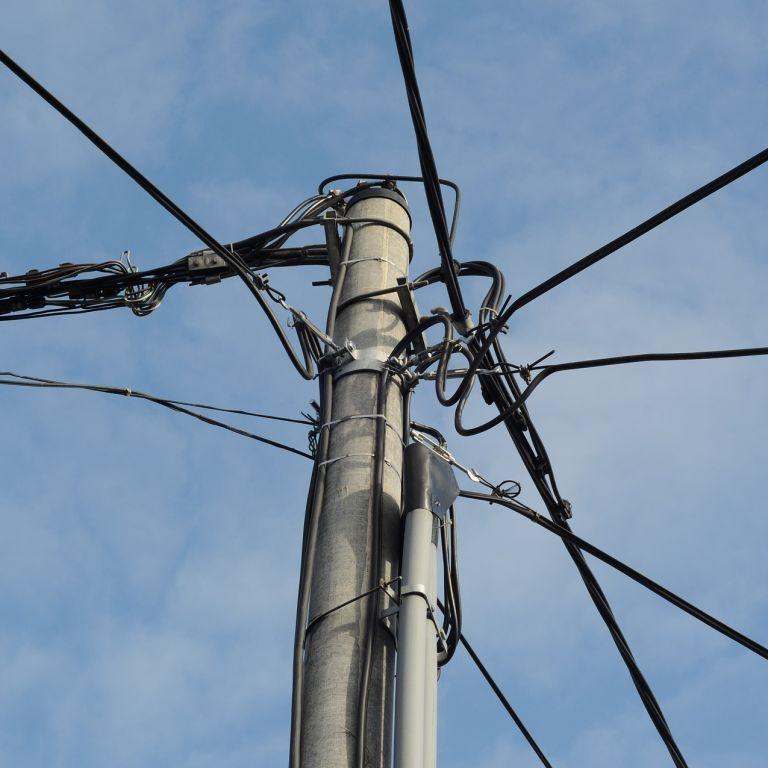 Во Львовской области током убило водителя, который въехал в электроопору