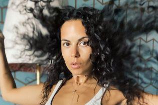 В белом халате и без макияжа: Настя Каменских показала фото из ванной комнаты