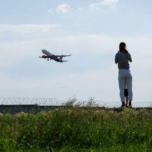 В Мининфраструктуры рассказали, повлияет ли введение сбора за вылет на цену авиабилетов