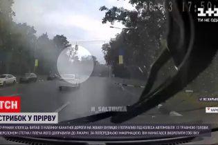 Новини України: у Харкові хлопець випав із кабінки канатної дороги і потрапив під авто