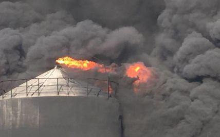 На нефтебазе под Васильковом взорвалось несколько цистерн