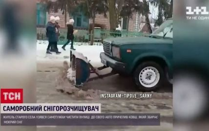 """Сільський винахідник у Рівненській області перетворив свої """"Жигулі"""" на снігоочисний бульдозер"""