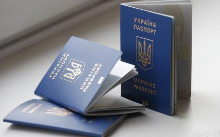 """""""Украина, иди-ка ты в ж*пу"""": женщина с детьми показательно """"расправилась"""" с паспортами, потому что их не выпустили в Турцию"""