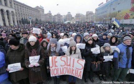 У Києві на Марші миру проти тероризму тисячі українців стали на коліна у пам'ять про загиблих
