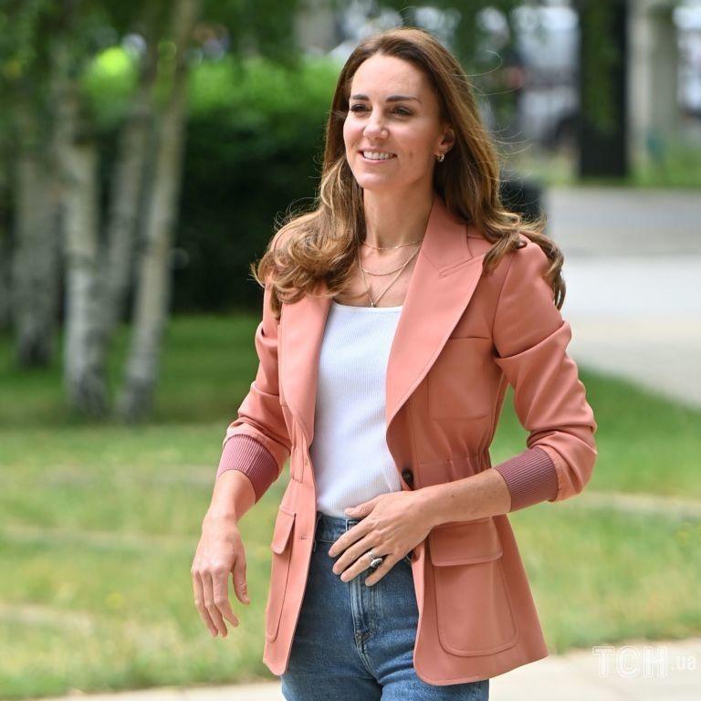 У джинсах і стильному блейзері: герцогиня Кембриджська в несподіваному аутфіті приїхала до музею