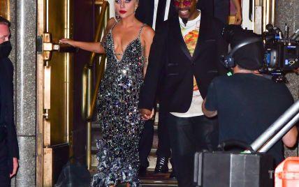 Ах, какой образ: Леди Гагу сфотографировали в роскошном платье с глубоким декольте