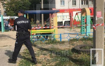 В Кривом Роге в в многоэтажке прогремел взрыв: на балконе оказались заблокированными четверо детей
