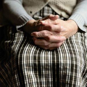 В Харьковской области женщина избила и ограбила родственницу