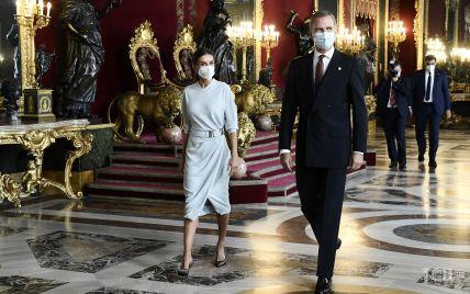 Летиция в белом платье, а Филипп – в костюме: испанские монархи на приеме