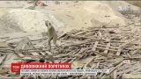 Женщина выстояла против стихии и спасла себя из-под нескольких тонн грязи