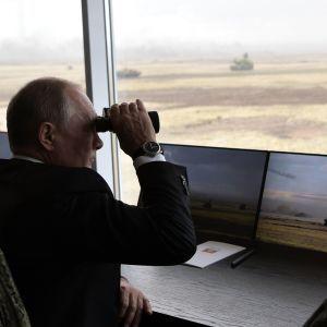 """""""Будем защищать свой """"мир"""": Зюганов призвал Путина официально заявить о военном вторжении на Донбасс"""