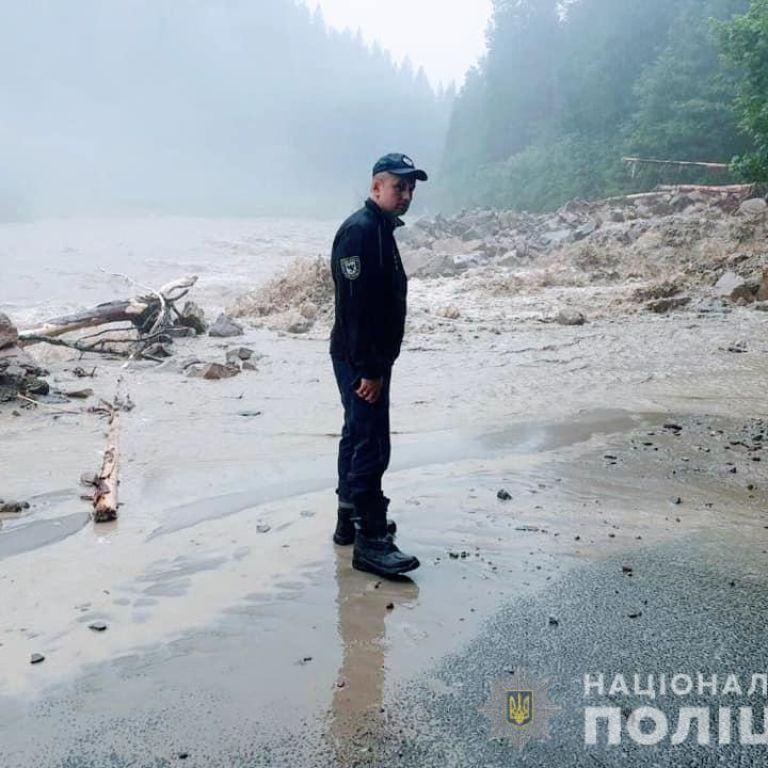 Наводнение на Прикарпатье: из-за проливных дождей подъем воды в Днестре может достигнуть трех метров