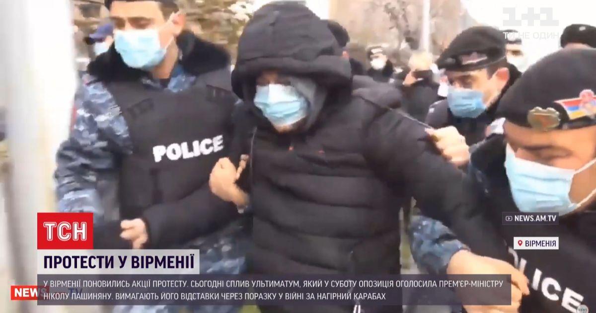 Из-за поражения в войне за Нагорный Карабах в Армении требуют отставки премьер-министра