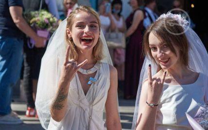 У Харкові дві дівчини справили весілля (відео)