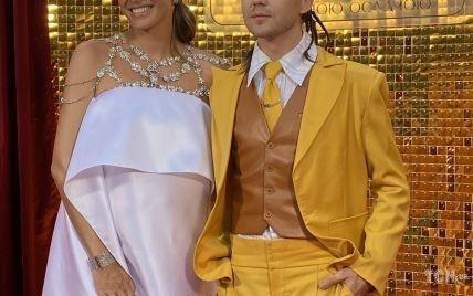 """В белоснежном платье, шляпе и аксессуаре с камнями: роскошный образ Кати Осадчей на """"Вечере премьер"""""""