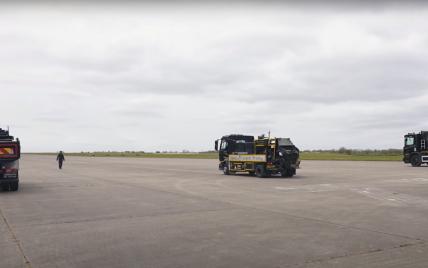 """""""Тяжелая"""" битва: грузовики Volvo и Scania посоревновались на скорость в драг-рейсе (видео)"""