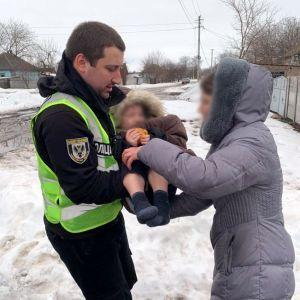 Бродил босиком по снегу: в Черниговской области разыскали пропавшего ребенка