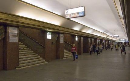 """Станция """"Крещатик"""" возобновили работу, а """"Театральную"""" закрыли из-за угрозы взрыва"""