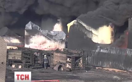 """Спасатели объяснили, что за """"взрыв"""" произошел утром на нефтебазе под Васильковом"""