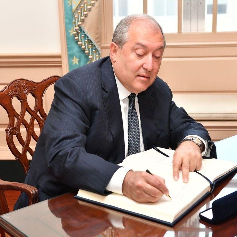 Президент Вірменії інфікувався коронавірусом