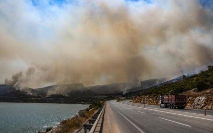 Туреччина у вогні: полум'я дісталося низки популярних курортів, серед яких Бодрум (фото, відео)