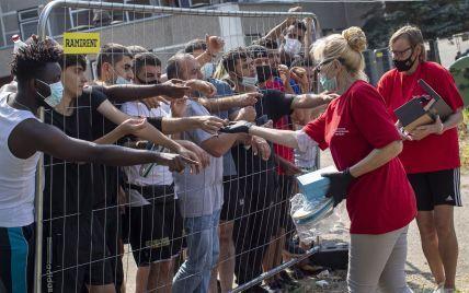 Вимагають, аби їх випустили: у литовському таборі для біженців бунтують мігранти