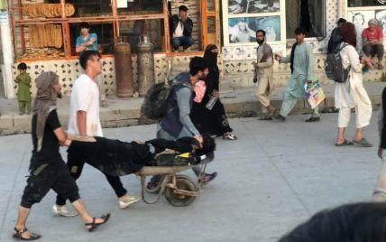 Возле аэропорта в Кабуле прогремели два взрыва: число пострадавших увеличилось до 70 человек