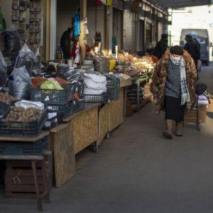 На ринках з'явилися вирощені в Україні молоді овочі: яка вартість