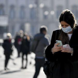 Украинцев без масок в общественных местах будут штрафовать: Зеленский подписал закон