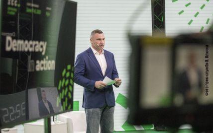 """Лідер """"УДАРу"""" Кличко велосипедом прибув на антикорупційний захід за участю Зеленського та розповів, за яку Україну бореться"""