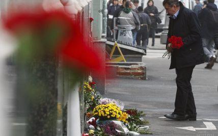 В Харькове люди несут цветы на место кровавой аварии, а состояние отдельных травмированных – критическое