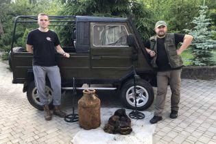 Во Львовской области в лесу нашли два бидона с документами УПА